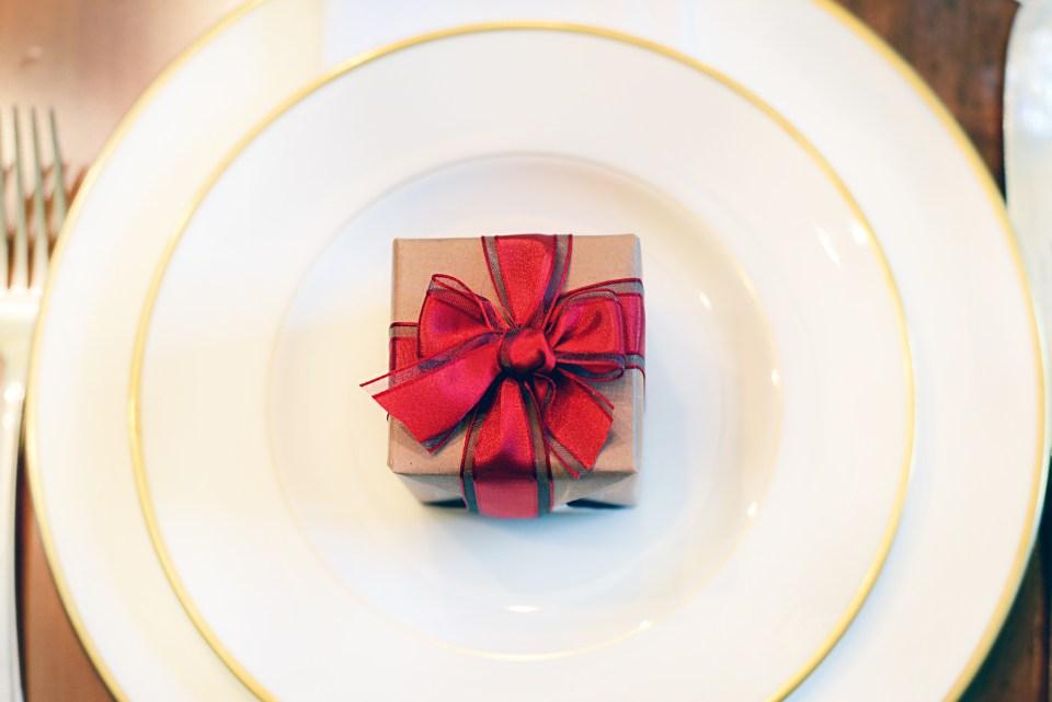Christmas dining table ideas - Simple Holiday Decor
