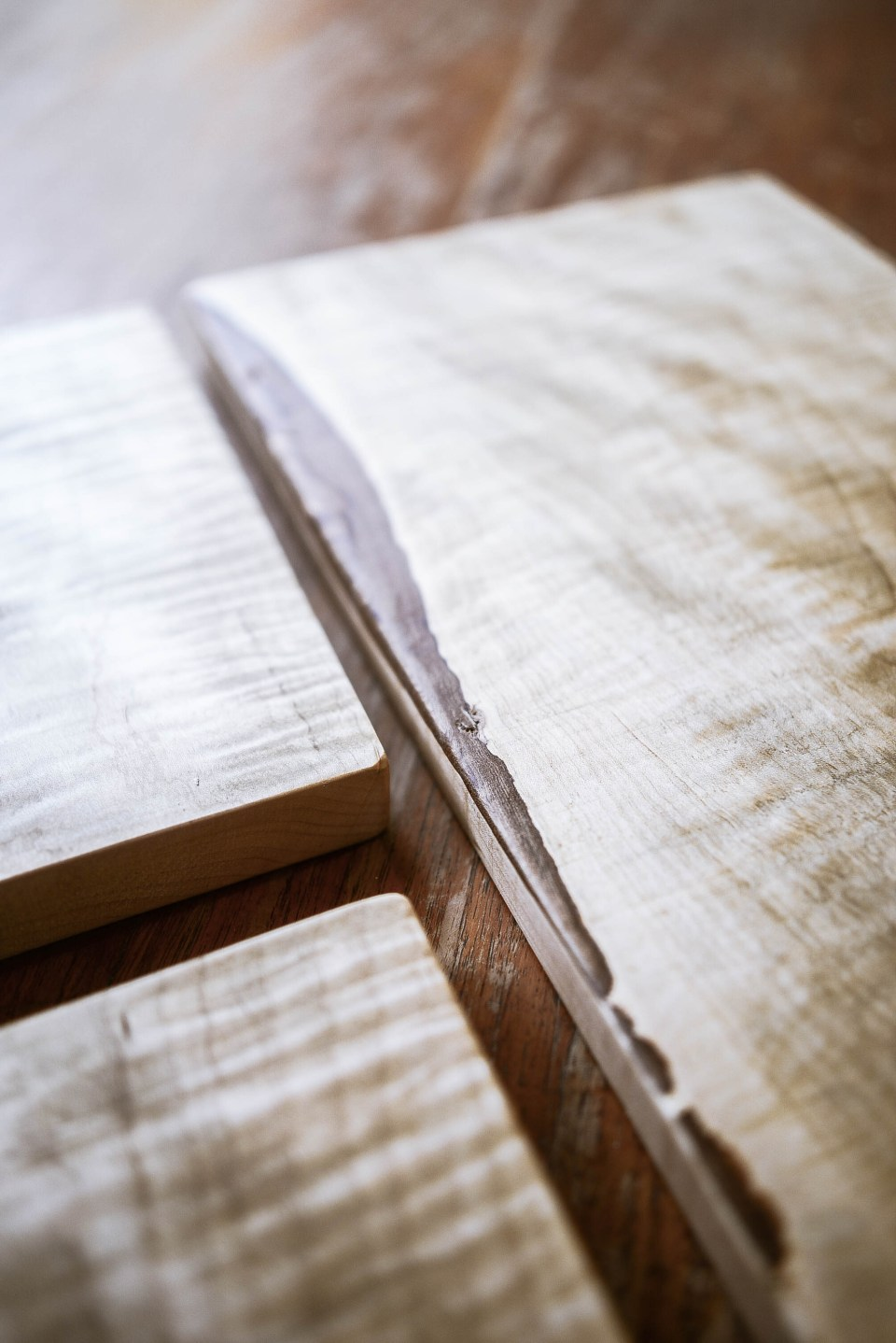 How to Make a cutting board - this DIY Cutting board is beautiful and functional. The perfect gift!