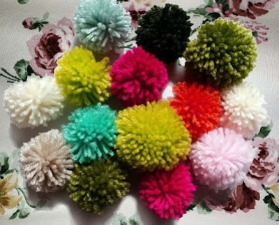 pompoms, holiday projects, cheap and easy craft projects, cheap luxury decor