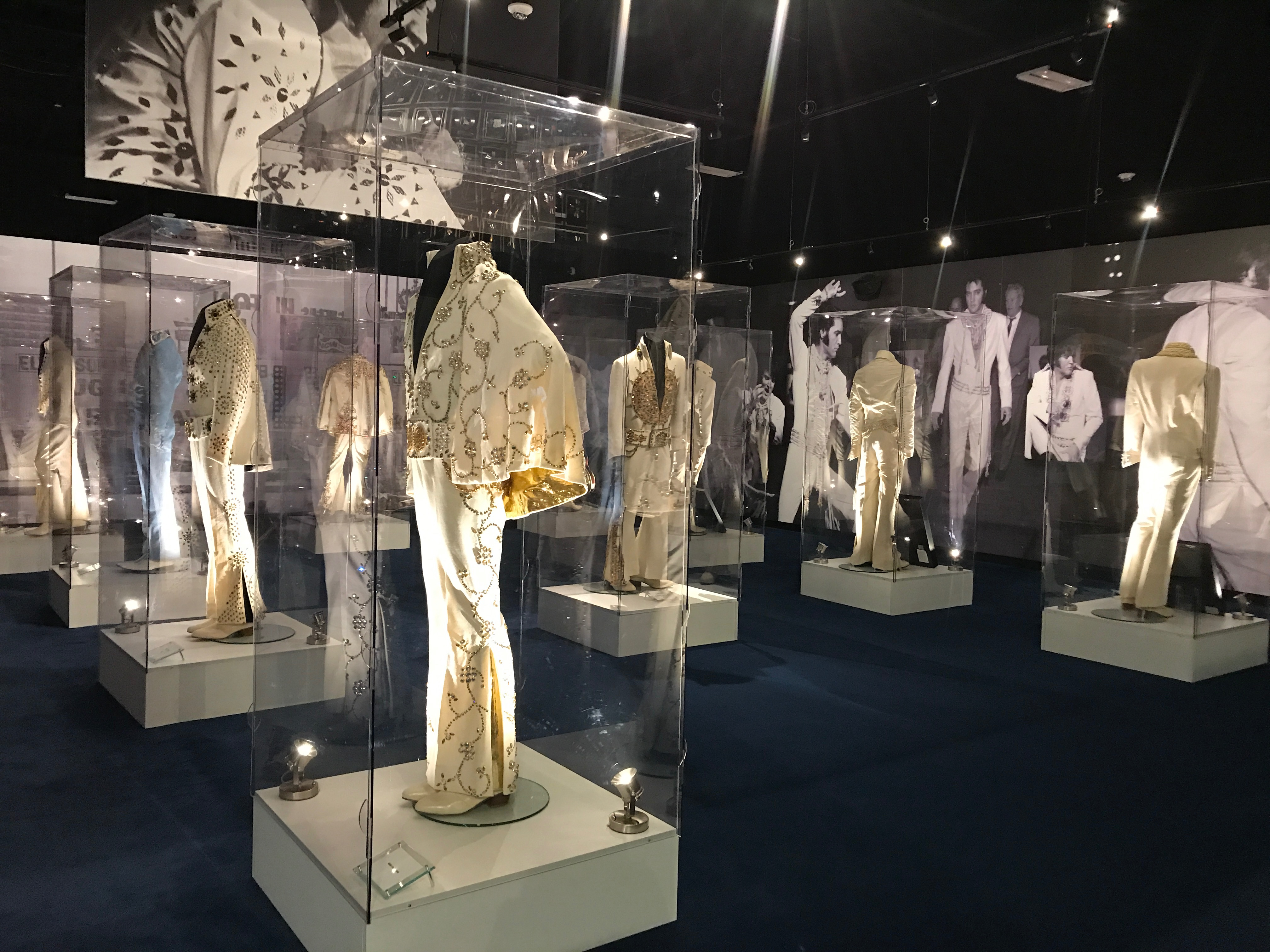 Elvis Presley's outfits