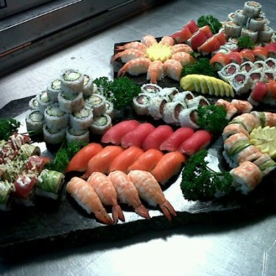 hand-rolled-sushi1