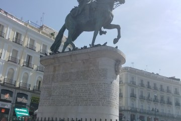A not great photo of a statue in Madrid that's probably famous that I don't remember
