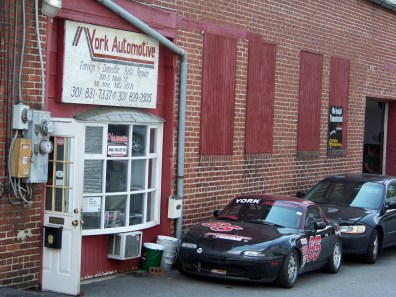 Garage that seem to specialize in Mazda Miata. Photo by Mike Hartley