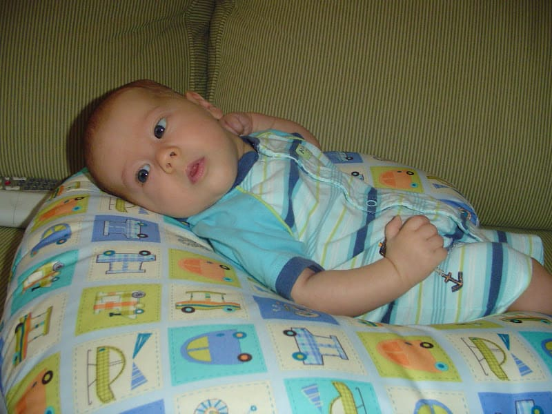 Mombo Breastfeeding Pillow Review - Thrifty Nifty Mommy-6059