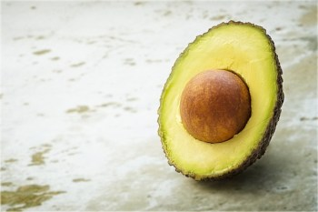 avocado, keep avocados fresh with lemon juice or oil, stop wasting food, store food for longer, thrifty save money