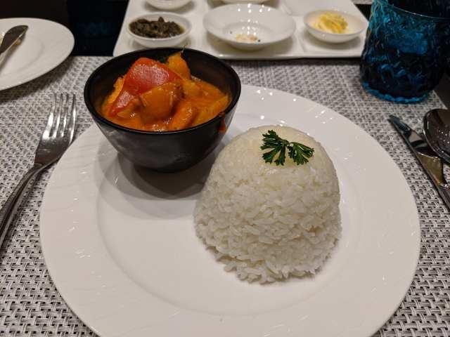 qatar airways red curry al safwa