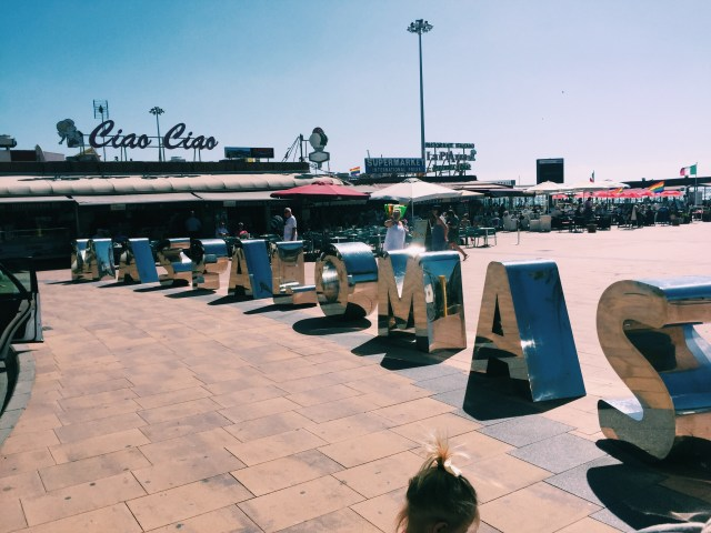large silver letters making Maspalomas