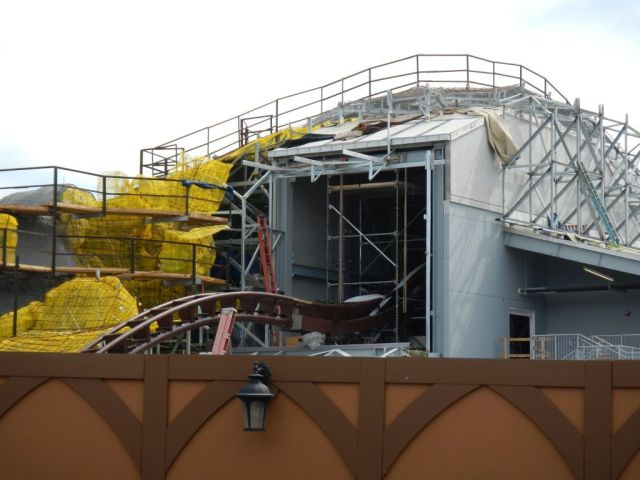 Another angle of the main lift hill and beginning of the drop