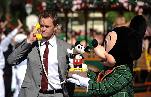 2013-disney-parks-christmas-day-parade-neil-patrick-harris2