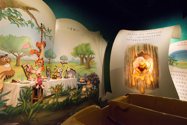 Guests on The Many Adventures of Winnie the Pooh will journey through the adventures of Pooh and his friends with oversized storybooks telling the story in Chinese.