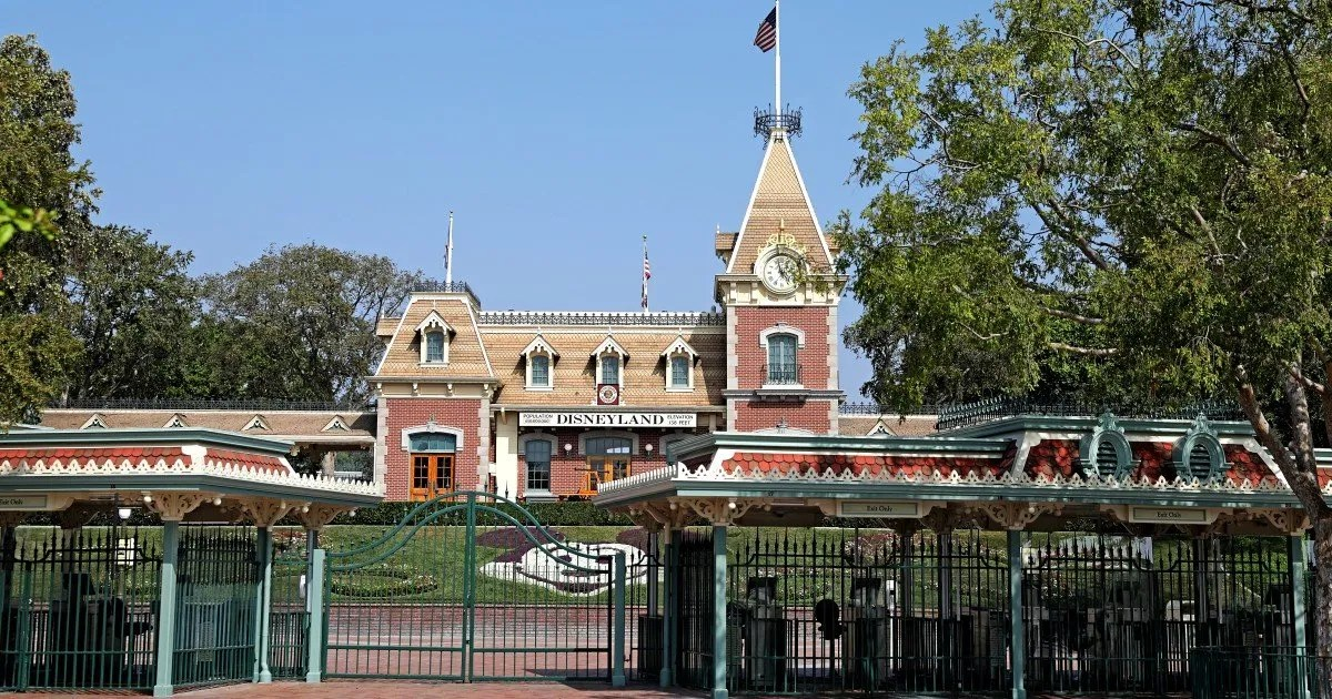 Disneyland plans more furloughs, blames state COVID-19 rules