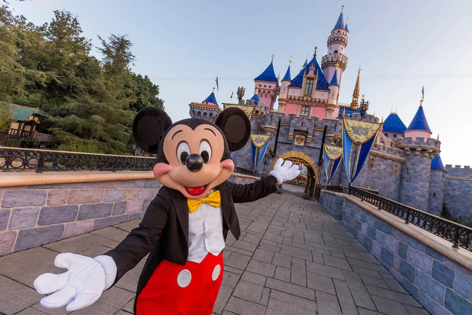 As California theme parks reopen, Disneyland announces reservation system