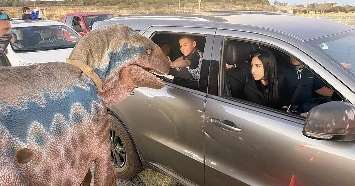 Giant dinosaur exhibit coming to parking lot at Six Flags