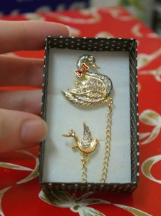 Beautiful Swan brooch