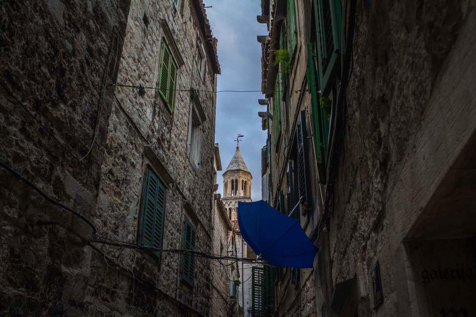 Lost Umbrella, Split