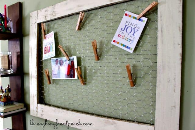 DIY Chicken Wire And Pallet Wood Memo Board