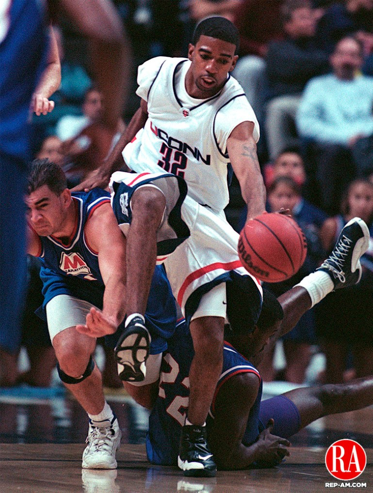 STORRS CT 11/05/98--1105CA05.tif (left to right)#32 Richard Hamilton from the University of Connecticut Huskies basketball team breaks through the Marathon Basketball defense.--CRAIG AMBROSIO staff  / STAND ALONE PHOTO  (Filed in Scans/Scan-In)