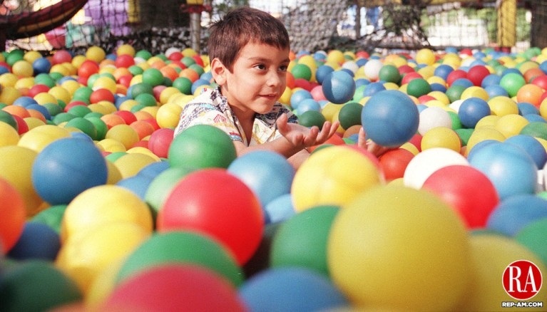 MIDDLEBURY,CT. 9/04/98--0904SV03.tif--Edward Romero,4, of Bethel  plays in the ball cage at Quassy during campership weekend on Friday. Steven Valenti Photo