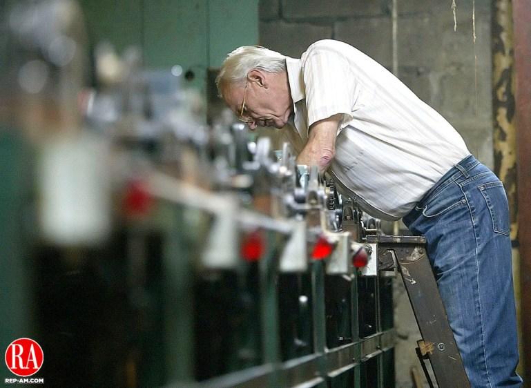 WINSTED, CT, 03 OCTOBER 2006, 100306BZ28-   Ange DeSanti  repairs a pin setting machine during league play at Laurel Lanes. Jamison C. Bazinet Republican-American