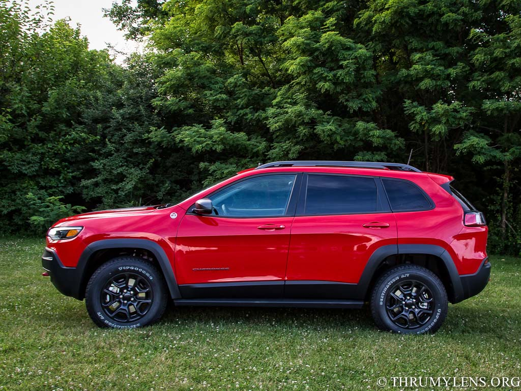 Review of the 2019 Jeep Cherokee Trailhawk Elite   ThruMyLens