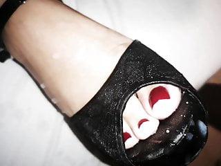 Cumshot on toes in peeptoe heels
