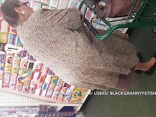 No Panties Dark skinned Granny Upskirt (CLASSIC)