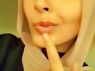 Arabian hijabi singing soiled music