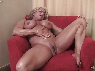 Blonde old muscle girl displays off great clit