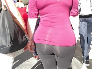 Good pawg in dark skinned leggings