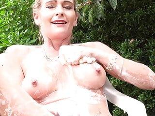 Hot old mom feeding her cunt coated in foam