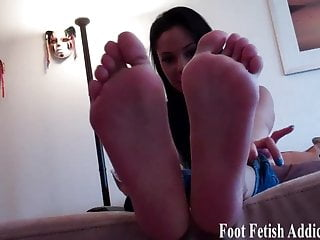 My candy little toes want a first-rate sucking
