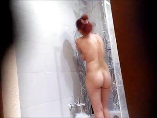 Thick RedHead taking a Bathe – Spy Cam Clip