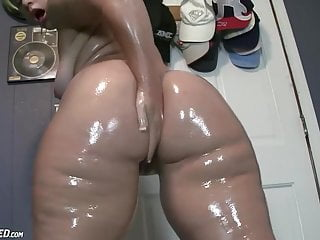 Huge Ass Thick Oiled Whore