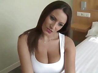 unglaublich heiBe Brunette mit groBen Titten