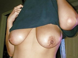ARAB WIFE SHOWS PERFECT TITS
