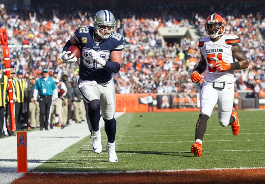 Nov 6, 2016; Cleveland, OH, USA; Dallas Cowboys tight end Jason Witten (82) runs the ball into the end zone for a touchdown against the Cleveland Browns during the first quarter at FirstEnergy Stadium. Mandatory Credit: Scott R. Galvin-USA TODAY Sports