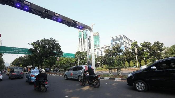 Gerbang jalan berbayar atau Electronic Road Priecing (ERP)