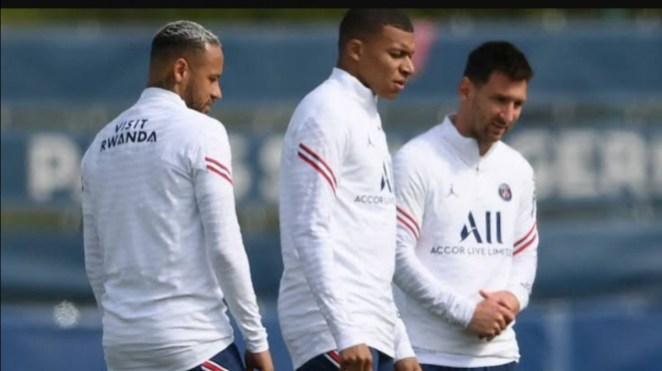Trio penyerang PSG, Lionel Messi, Kylian Mbappe, dan Neymar.
