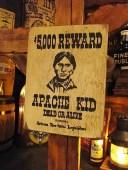 西部のお尋ね者ポスターの木製看板(アパッチキッド) ■ アメ