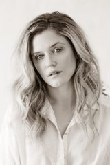 profile image of Harriet Dyer