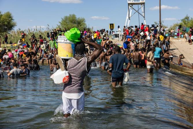 Thousands of Haitian migrants arrive at Texas border city Del Rio's bridge | The Texas Tribune