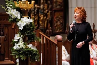 Reba McEntire sings