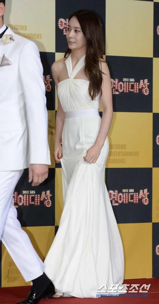 [포토] 크리스탈, '순백의 드레스~'
