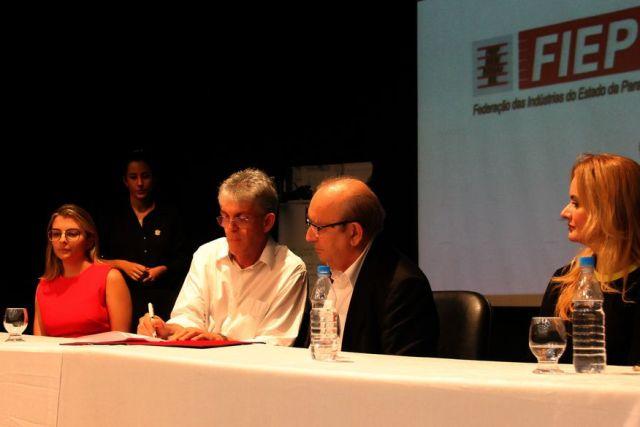 fiep1 - Ricardo firma contrato com Fiep para apoio técnico na elaboração dos projetos do Empreender