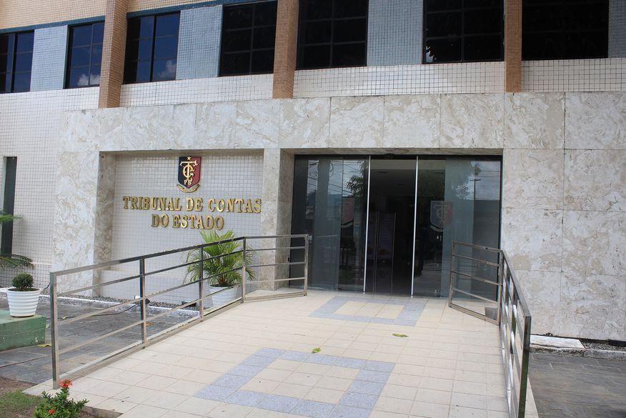 tce 02 - TCE-PB empossa novos auditores de contas públicas e agentes de documentação