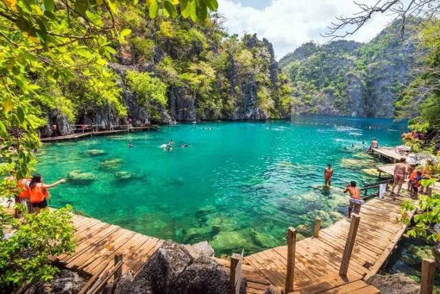 Tourists swimming at Kayangan Lake in Coron Island, Palawan, The Philippines.