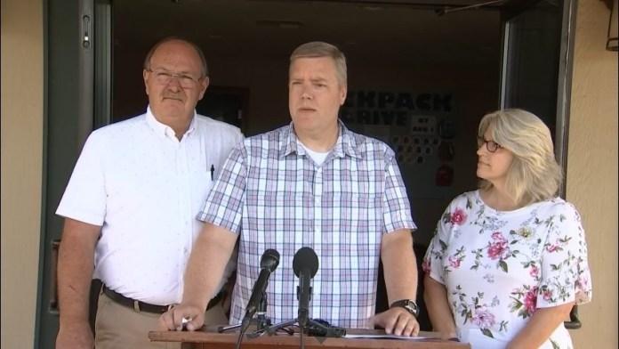 Pastor David George falando em coletiva de imprensa