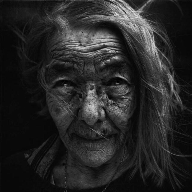 homeless black and white portraits lee jeffries 37 25 Incredibly Detailed Black And White Portraits of the Homeless by Lee Jeffries