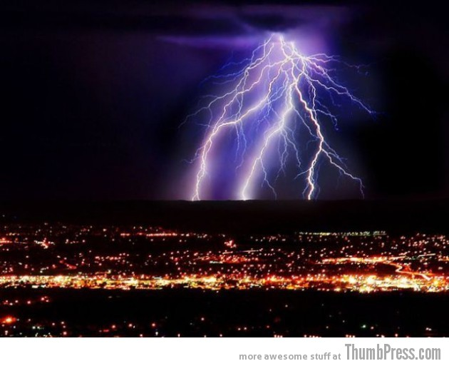 Lightning Thumbpress 24 630x513 Horrifying Lightning Storm Over Albuquerque, New Mexico