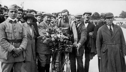 The Original Tour de France Yellow Jersey Was Made of Wool